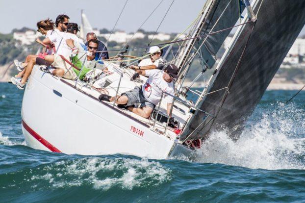 Primer tanto para el Inútil Team en la bahía de Cádiz.