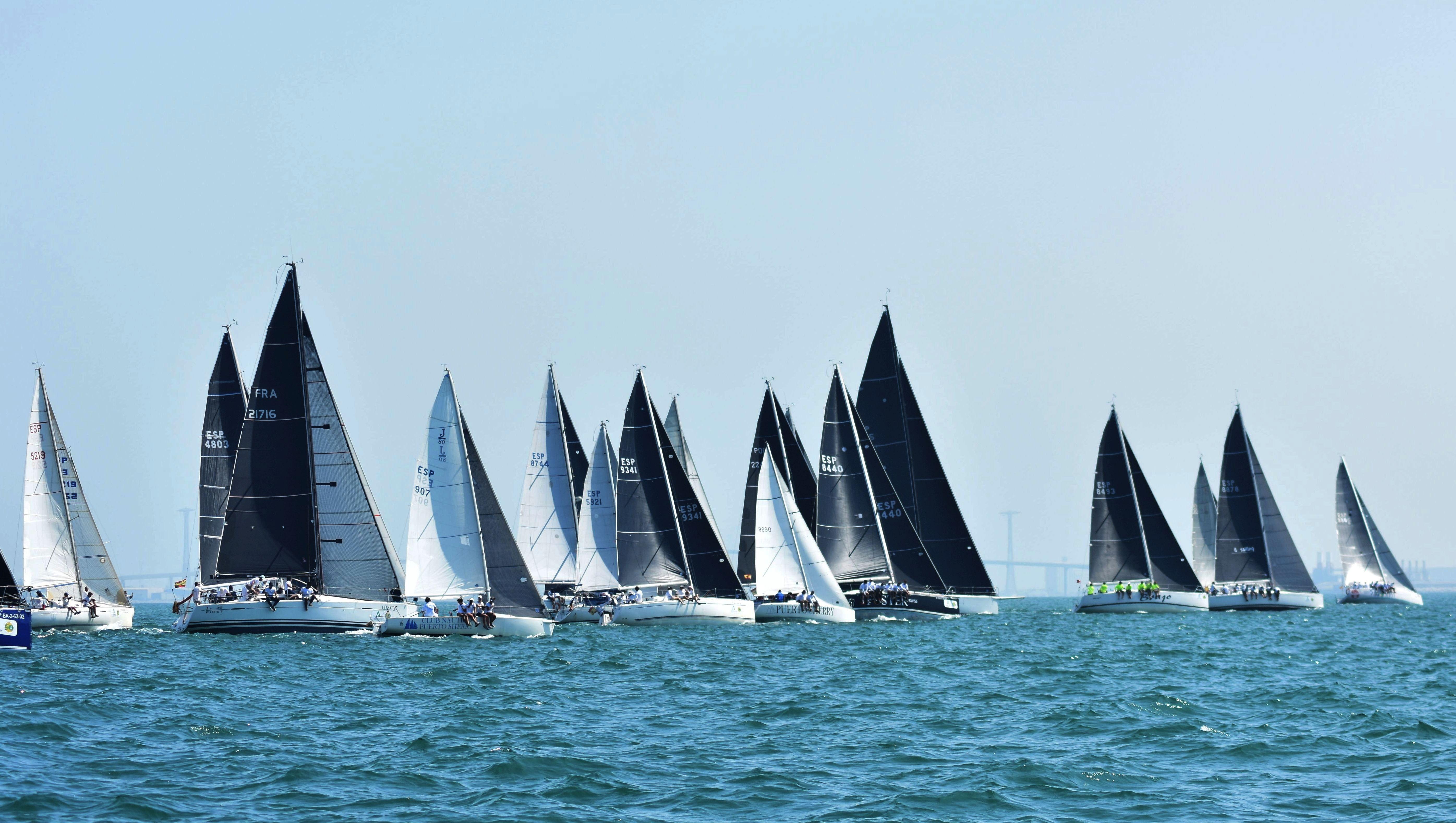 El 'DE 6 Foster Swiss', a un paso del zarpazo final tras sumar su quinta victoria en un costero de 22 millas.  'Habibi II' en ORC 3 y 'Balboa' en ORC 1 también llegan líderes a la jornada final de 'la decana'.